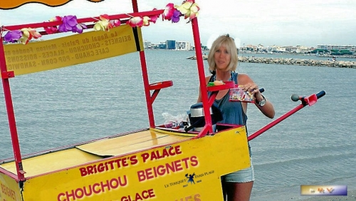 monde,france,été,job,humour,brigitte macron,politique,fake,blague,foto,image,vendeuse,glace,photo,fake,plage,churros,beignets,glace plage,commerce